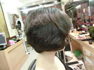 Tóc ngắn bồng bềnh