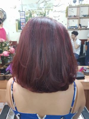 Tóc ngắn nhuộm đỏ