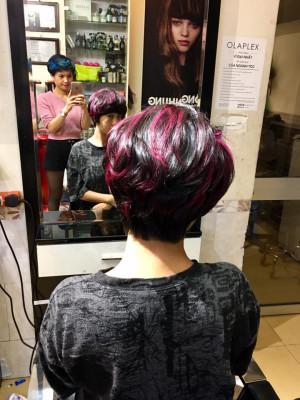 Light hồng tím trên nền đỏ nhung