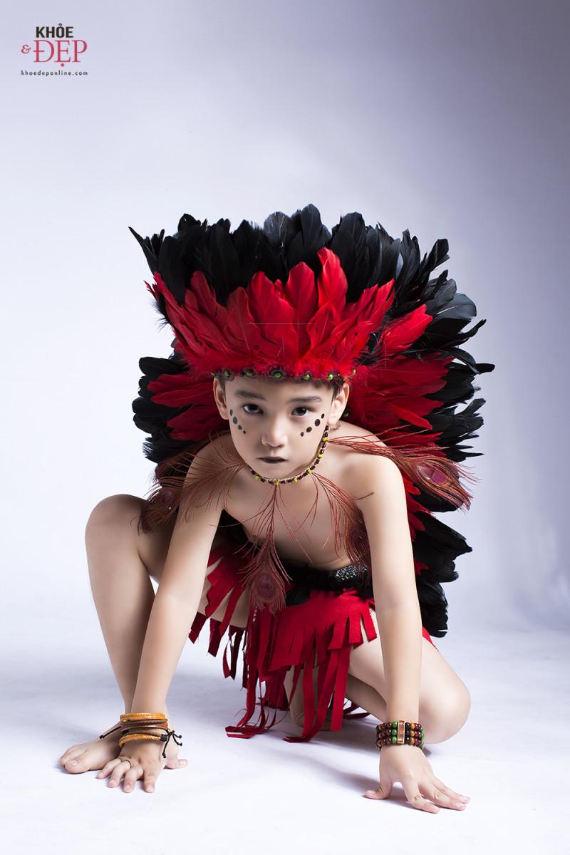 Gương mặt đại diện Siêu Sao Tài Năng Nhí Cao Hữu Nhật hoá thân thân thành thổ dân da đỏ trong bộ ảnh mới 0