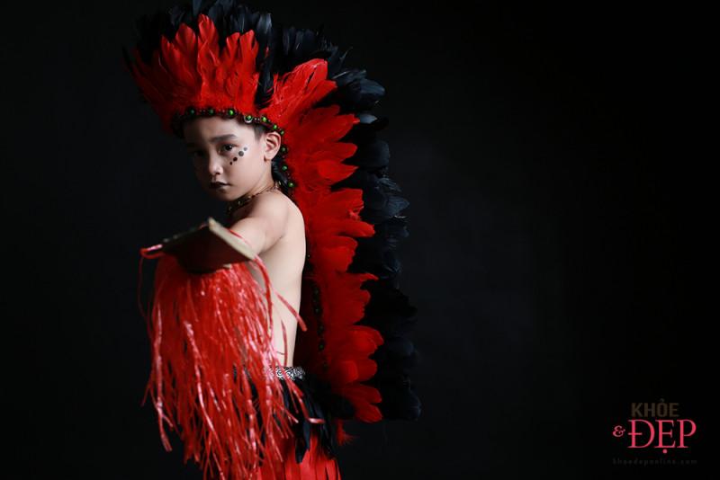 Gương mặt đại diện Siêu Sao Tài Năng Nhí Cao Hữu Nhật hoá thân thân thành thổ dân da đỏ trong bộ ảnh mới 9