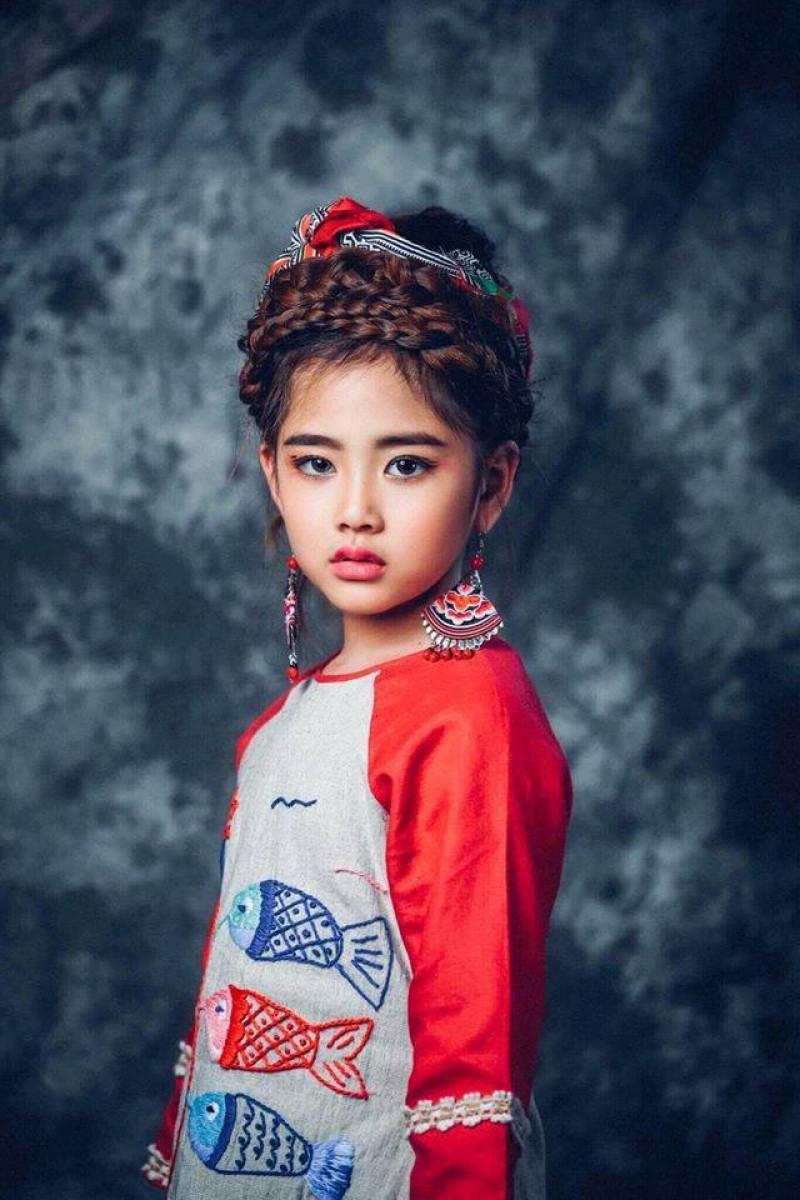 """""""Công chúa thời trang"""" xuất hiện cùng """"Thầy giáo mưa"""" tại tuần lễ thời trang  trẻ em Việt Nam  Viet Nam Junior's Fashion Week 2017 1"""