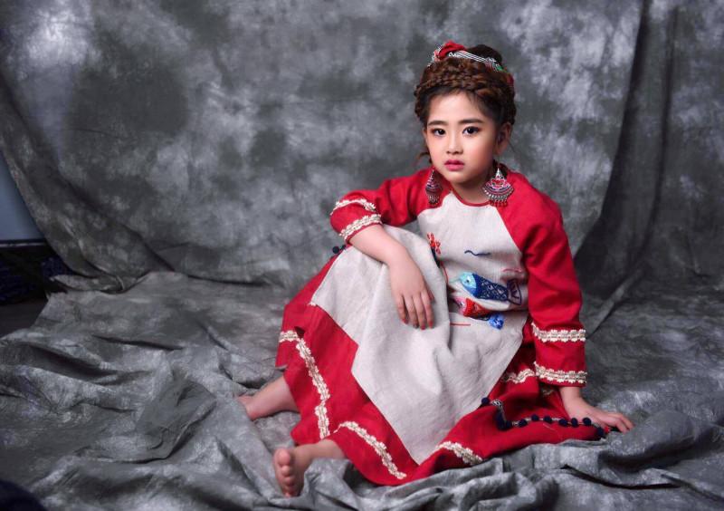 """""""Công chúa thời trang"""" xuất hiện cùng """"Thầy giáo mưa"""" tại tuần lễ thời trang  trẻ em Việt Nam  Viet Nam Junior's Fashion Week 2017 3"""
