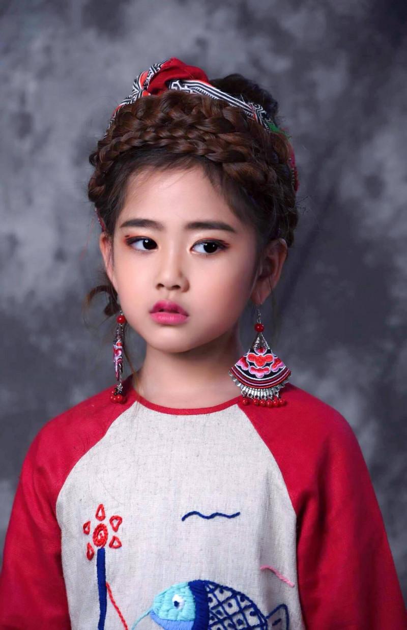 """""""Công chúa thời trang"""" xuất hiện cùng """"Thầy giáo mưa"""" tại tuần lễ thời trang  trẻ em Việt Nam  Viet Nam Junior's Fashion Week 2017 5"""