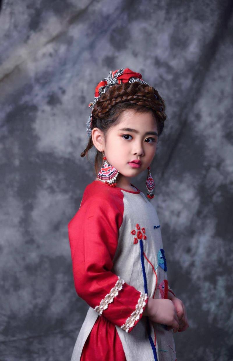 """""""Công chúa thời trang"""" xuất hiện cùng """"Thầy giáo mưa"""" tại tuần lễ thời trang  trẻ em Việt Nam  Viet Nam Junior's Fashion Week 2017 7"""