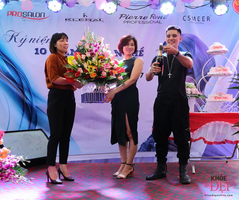 Tưng bừng kỷ niệm 10 năm làm nghề của NTMT Dương Bùi, 10 năm thành lập Dương Rio hair salon 5