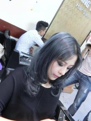 Tóc xoăn xanh sáng