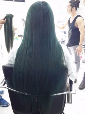 Tóc dài ép thẳng xanh rêu