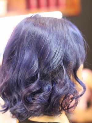 Tóc xoăn sóng xanh dương màu khói
