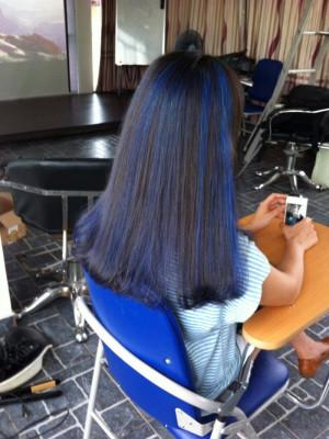 Tóc dài uốn cụp light xanh dương