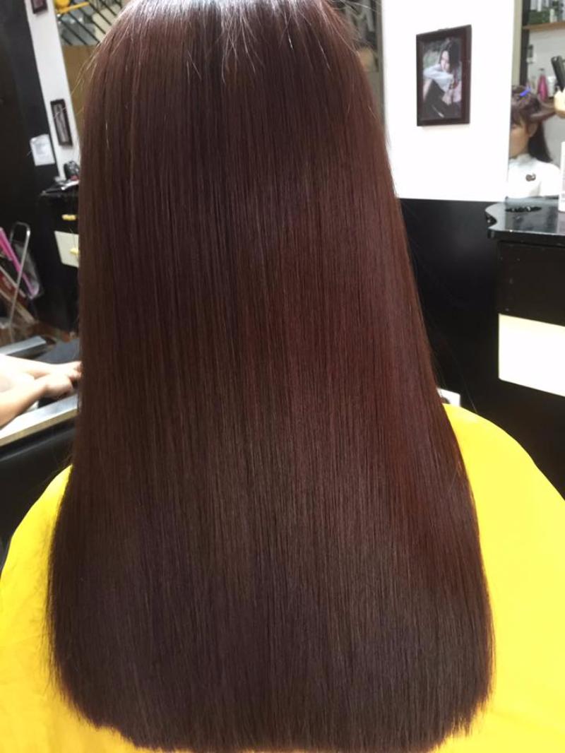 Tóc dài nhuộm nâu ánh đỏ