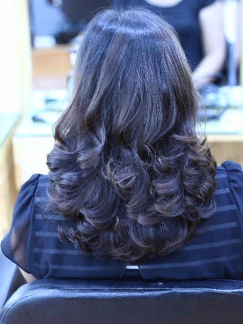 Tóc dài xoăn lọn to