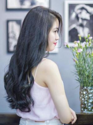 Tóc dài uốn xoăn nhẹ nhàng