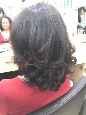 Tóc xoăn đuôi màu đen