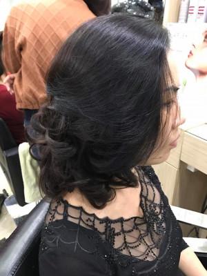 Tóc xoăn bồng đuôi