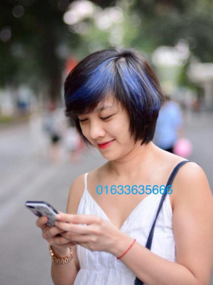 Tóc xanh nền đen