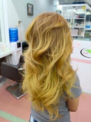 Tóc vàng xoăn sóng