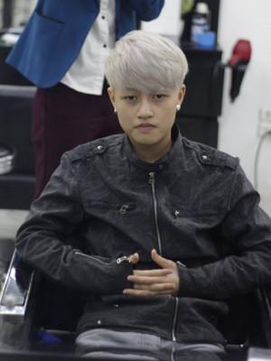 Tóc màu bạc ghi