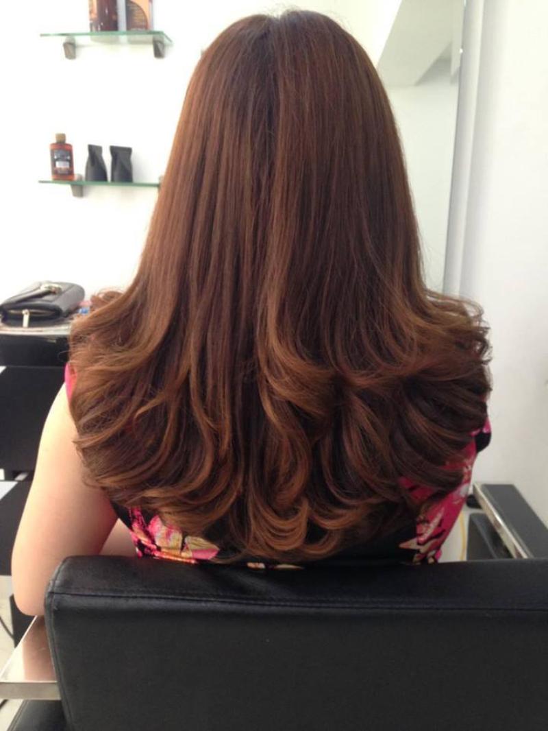 Tóc dài uốn xoăn màu nâu