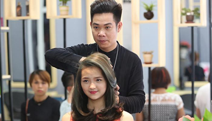 """Tóc và Cuộc sống: BST """"Vũ khúc biển xanh"""" của NTMT Kiên Nguyễn"""