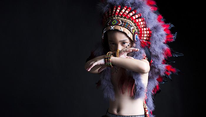Gương mặt đại diện Siêu Sao Tài Năng Nhí Cao Hữu Nhật hoá thân thân thành thổ dân da đỏ trong bộ ảnh mới