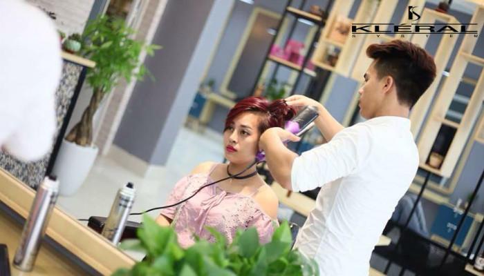 Làm tóc xoăn sóng nước đẹp và duyên dáng tại Salon Đoàn Nguyễn
